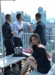 Фото с закрытой вечеринки крипто миллионеров, опубликованное Coins Telegram