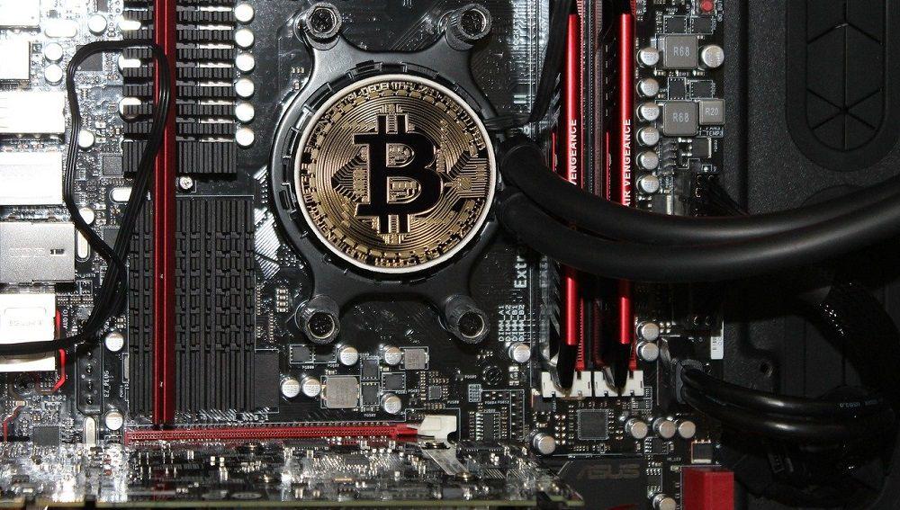 Сначала биткоин можно было майнить на компьютере